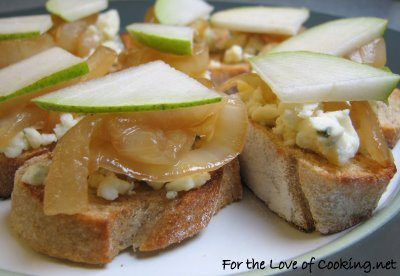 Crostini with Gorgonzola or Brie, Caramelized Onions and Pear