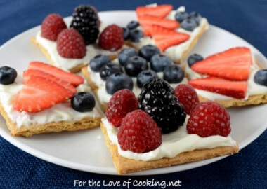 Fruit and Cream Cheese Graham Cracker Snacks