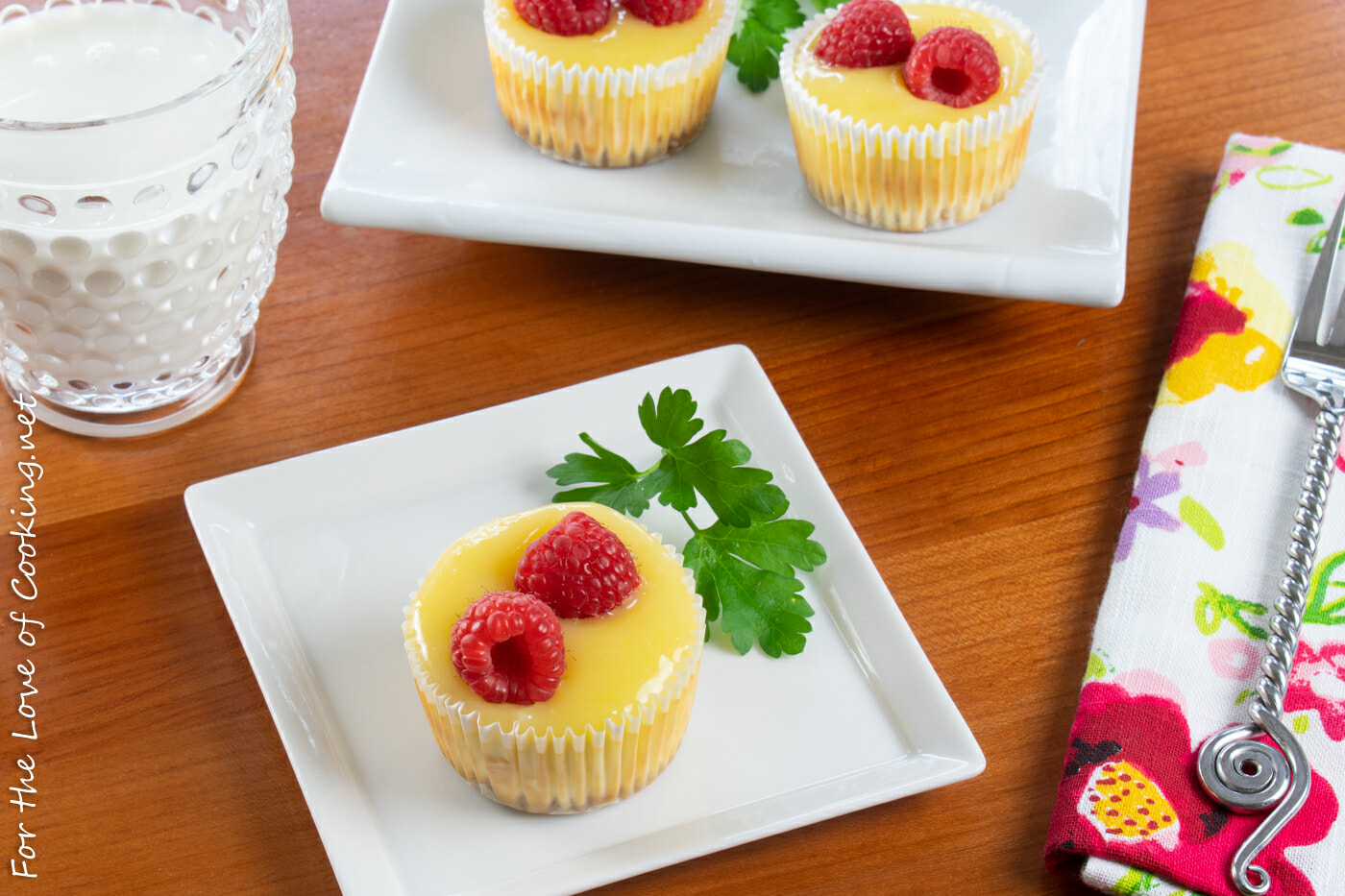 Mini Cheesecakes with Lemon Curd